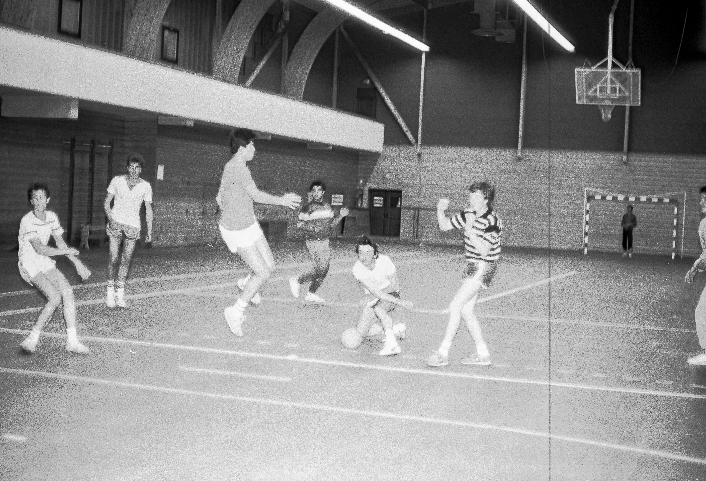 1985-hand-ball-mjc_02