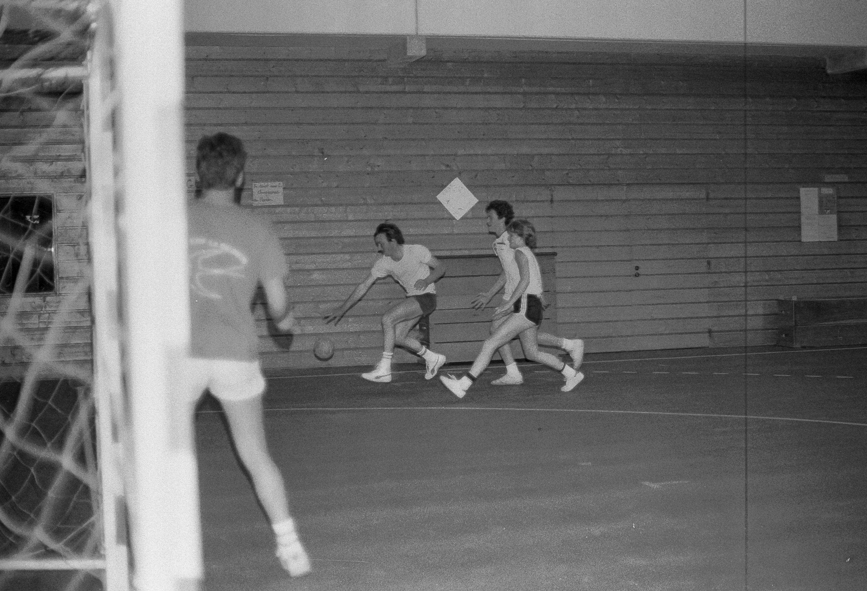 1985-hand-ball-mjc_03